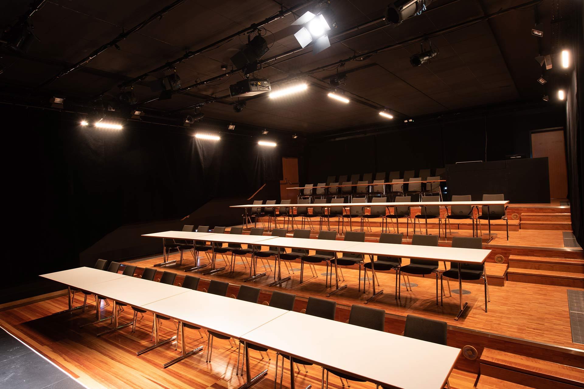 k1 traunreut studiotheater bestuhlung parlamentarisch
